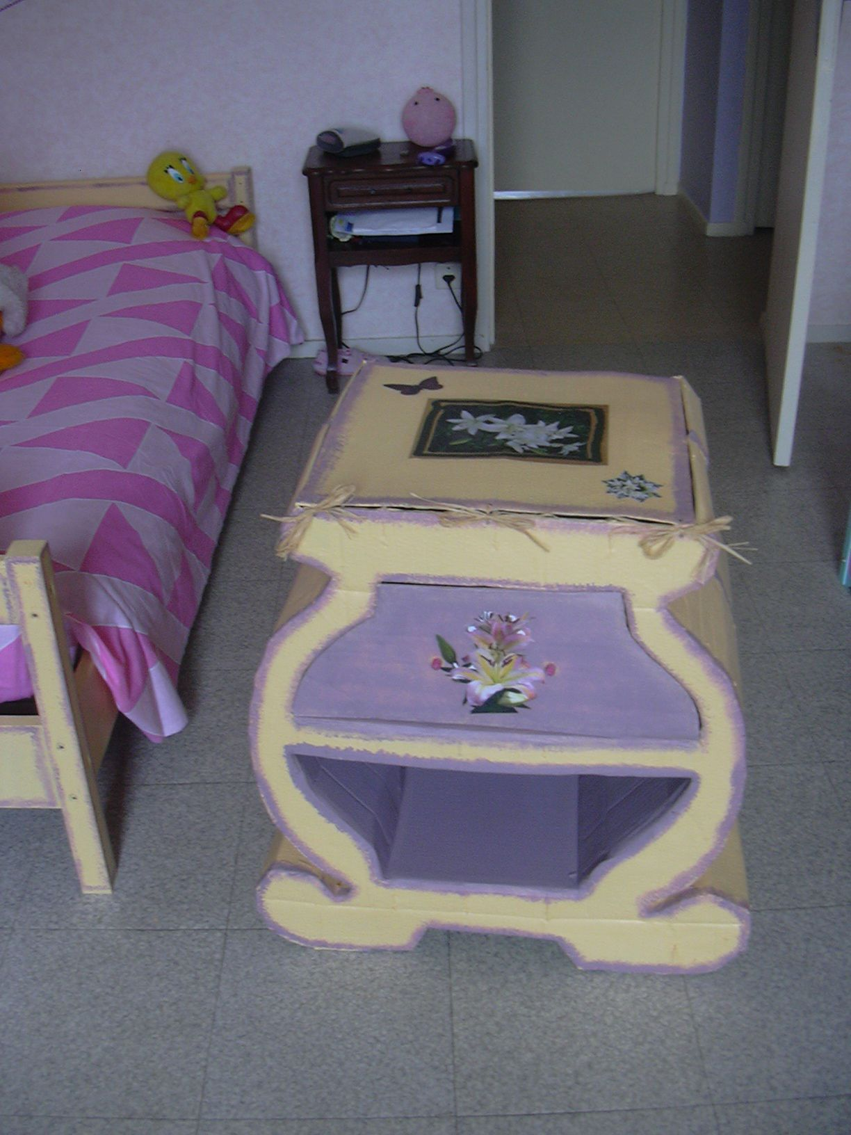 meubles en carton. Black Bedroom Furniture Sets. Home Design Ideas